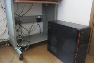パソコン本体からケーブルを取り外す