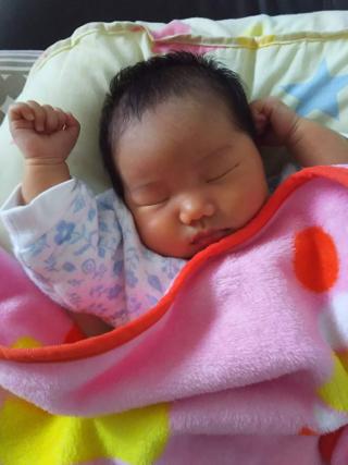 新生児の寝相